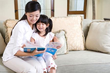 Ngay từ khi còn rất nhỏ, bạn đã được mẹ đọc cho nghe rất nhiều kiến thức hay.