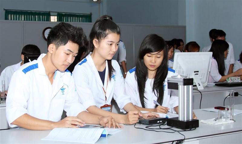 Học Dược cần giỏi môn nào? Học Dược có cần giỏi tiếng Anh không?